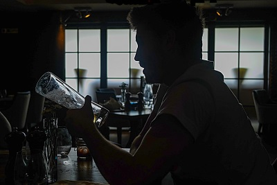 The Bar (Review)